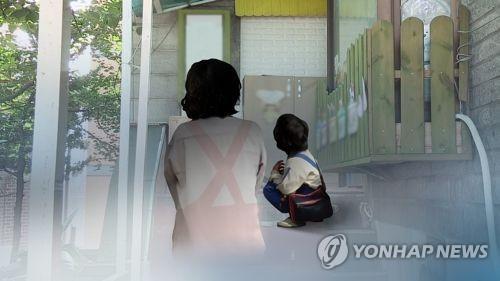 어린이 발로 차고 상습학대 어린이집 교사 벌금형 선고유예