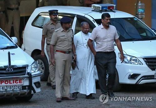 '수녀 성폭행 혐의' 인도 주교 구속…교황청, 직무정지 조치(종합)