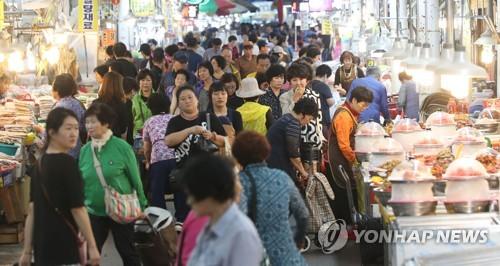 경남 귀성길 아직은 '원할'…전통시장·마트는 '북적'