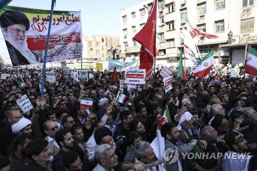 이란 남서부서 군 퍼레이드 도중 총격…수십명 사상