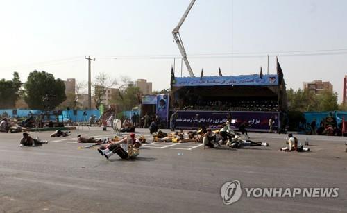 """이란 軍퍼레이드 도중 총격으로 80여명 사상…IS """"우리 소행""""(종합)"""