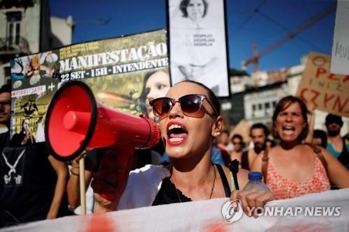 월세 올라 못 살겠다 포르투갈서 관광객 단기임대 반대시위