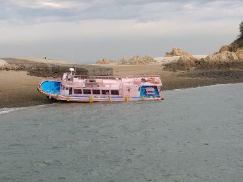 인천 팔미도서 낚싯배 수심 낮은 해안 바닥에 얹혀…24명 구조