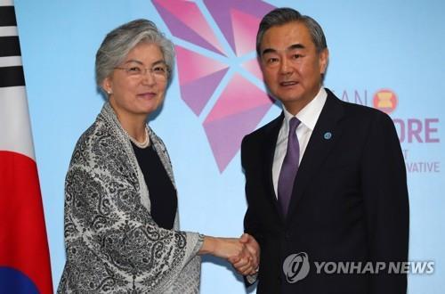 지난 8월 싱가포르에서 열린 한중 외교장관 회담(자료사진)