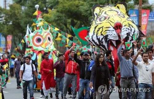 2017년 맘프 방글라데시 교민 퍼레이드. [연합뉴스 자료사진]