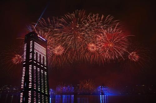 한화 서울세계불꽃축제, 태풍위기 딛고 성황리 마쳐