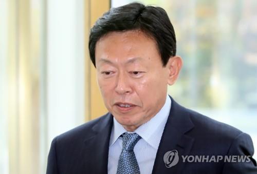 출근하는 신동빈 롯데그룹 회장[연합뉴스 자료사진]