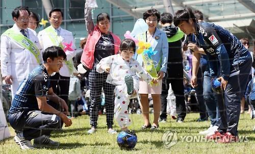 인천유나이티드 어린이축구 행사[연합뉴스 사료사진]