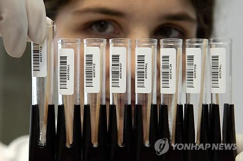 DNA 검사 대기 중인 타액 샘플