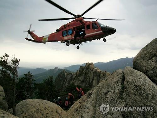 산악사고 헬기 구조 [연합뉴스 자료사진]