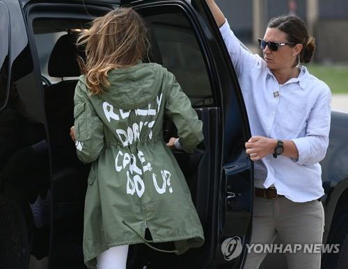 멜라니아 여사가 입었던 '상관안해' 문구가 쓰여진 재킷