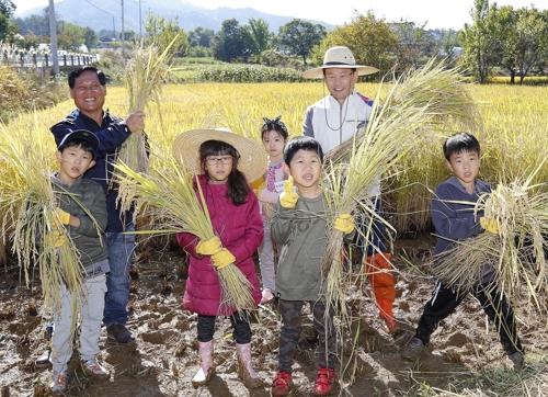 아시아나항공 산초울마을서 '1촌 1사 활동'
