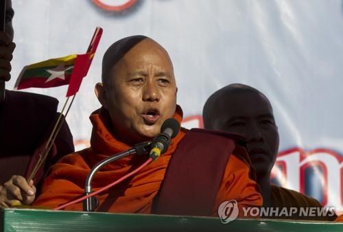 """""""총 들겠다"""" 미얀마 극우지도자, '로힝야 학살' 책임 군부 옹호"""