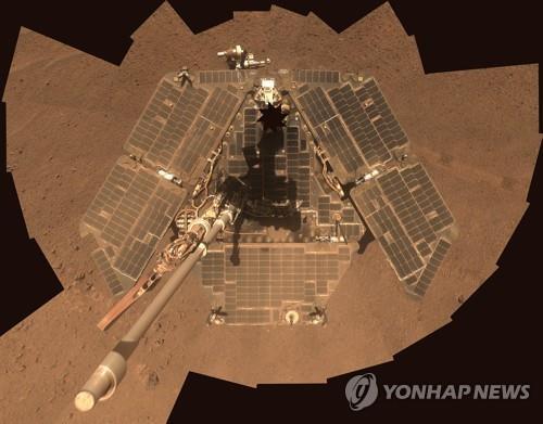 깨어나지 못하고 있는 화성 탐사로버 오퍼튜니티