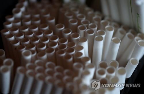 싱가포르서 '플라스틱 제품 사용중단' 확산…KFC 이어 버거킹도