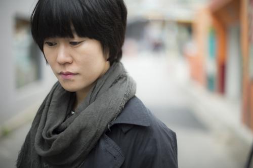 """김애란 작가 """"'너는 어느 편이냐' 묻는 불 두려워"""""""