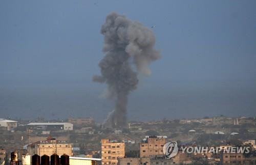 이스라엘군 가자지구 공습…1명 사망·10여명 부상