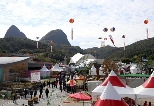 마셔라 홍삼, 달려라 청춘…진안 홍삼축제 개막