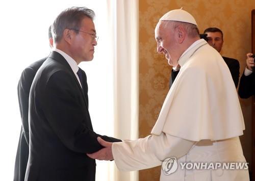 파격 거듭한 문대통령 교황청 방문…교황과도 이례적 긴 만남