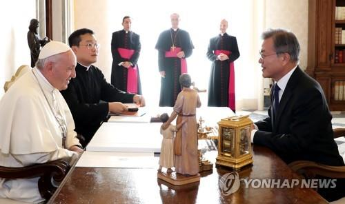 교황-문대통령 통역자는 교황청 쿠리아 근무 한현택 신부