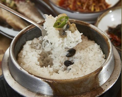 윤기가 자르르 흐르는 이천 쌀밥(임귀주)