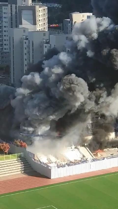 대전 관저다목적체육관 공사장서 불…진화 중