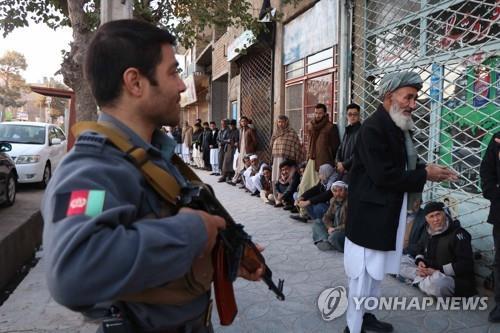 """테러·혼란으로 얼룩진 8년만의 아프간 총선…""""최소 67명 사망"""""""