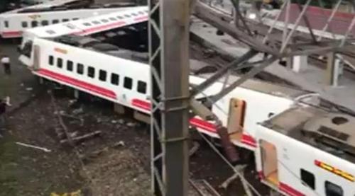 대만서 열차 탈선사고로 최소 17명 사망, 101명 부상(종합)
