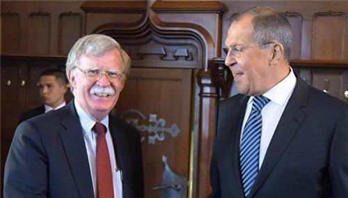 """""""볼턴 美안보보좌관 모스크바 도착""""…23일 푸틴 대통령 면담할듯"""