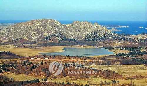'더 가까이서 보자'…동해안 최북단 금강산 전망대 한시 개방