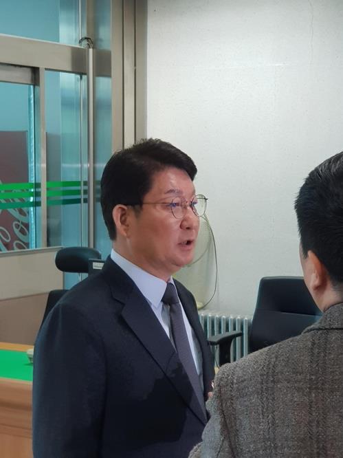 법정 출석하는 권영진 대구시장