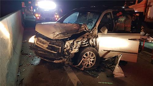 서해안고속도로서 승용차 등 4중 추돌…7명 사상