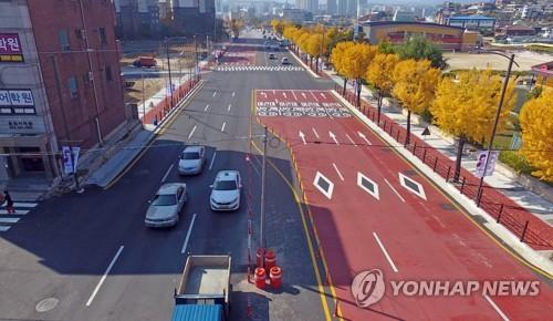 춘천 도심 8차선 도로 한복판의 '황당 전봇대'