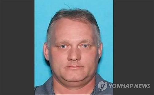 피츠버그 총격범, 휠체어 타고 법정에 첫 모습…혐의인정