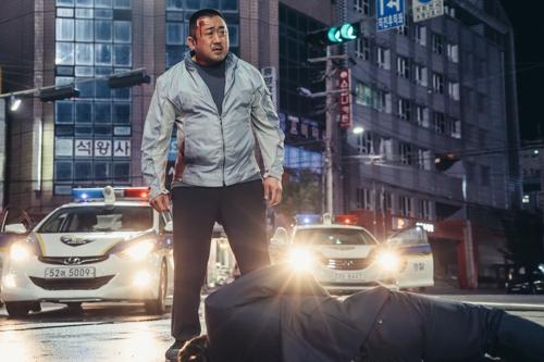 안쓰러운 마동석 영웅 만들기…영화 '동네사람들'