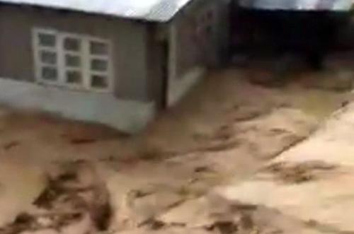 태풍 위투 휩쓴 필리핀, 최소 9명 사망·30여명 매몰
