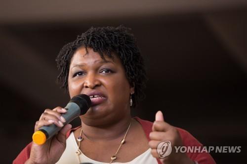오프라 윈프리, 방송 접고 흑인 여성 주지사 후보 지원에 올인