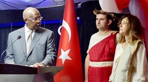 뭘 입었길래…부적절한 국경일 의상 터키대사 본국 소환