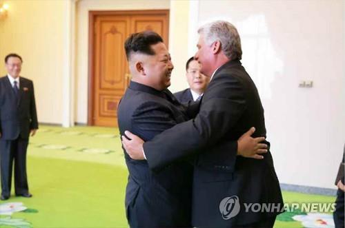 김정은, 방북 쿠바지도자 극진 대접…회담서 지지·연대 표시