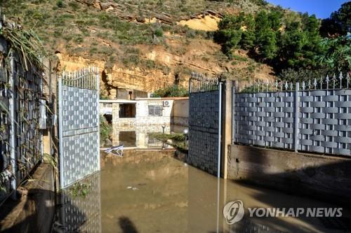 홍수로 일가족 몰살 伊주택, 불법건축물로 드러나 논란(종합)