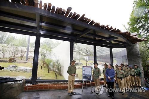 전주동물원, 멸종위기종 수달 2마리 일반에 공개