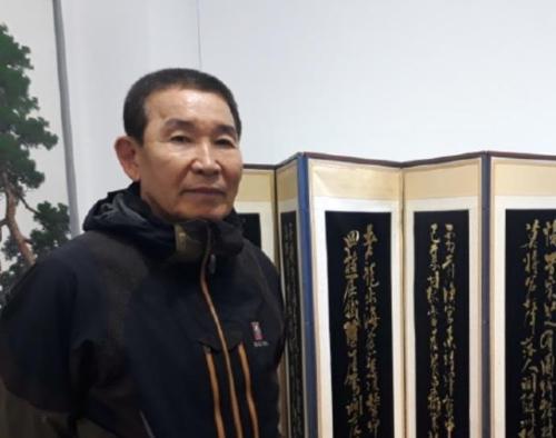 사재 털어 미술관 지은 김재영 대표.