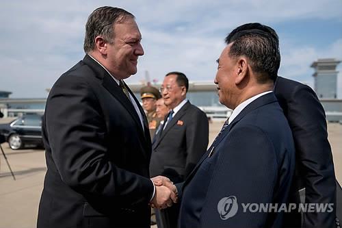 북미고위급회담 양측 대표인 폼페이오와 김영철