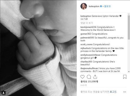 MLB 파워부부 벌랜더·업턴, 첫 딸 출산…사진 공개