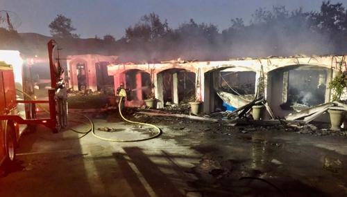 산불로 불에 탄 영화감독 스콧 데릭슨의 자택