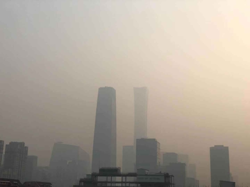 중국 곳곳 스모그 신음…베이징 심각한 오염 경보 발령