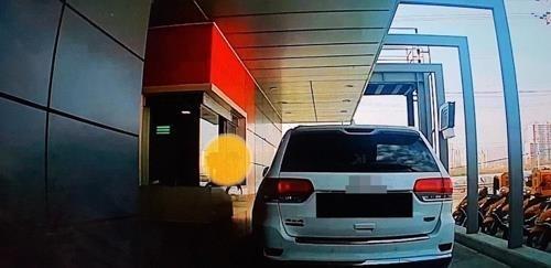 맥도날드서 직원에게 음식 던진 '갑질' 고객…경찰 수사