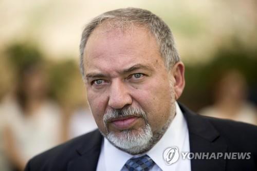 """이스라엘 국방장관 사임 발표…""""휴전은 테러에 항복한 것"""""""