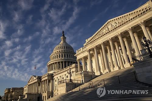 """블룸버그 """"美 의회, 러시아 제재 법안 심의 내년으로 연기할 듯"""""""
