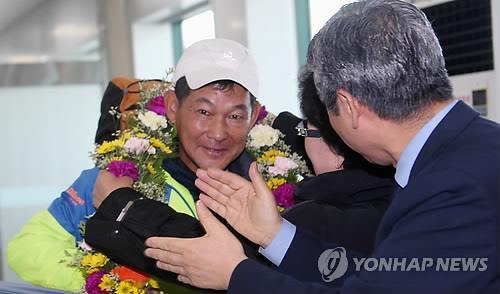 """강명구 마라토너 """"분단 한반도 혈맥 뚫는 길 계속 달리겠다"""""""